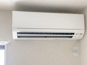 位置 エアコン コンセント